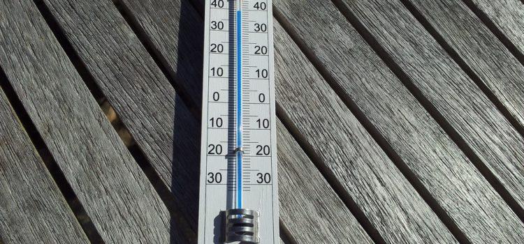 Hőség – Vizet osztanak, párakapukat működtetnek, locsolják az utakat országszerte