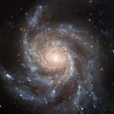 Először készült felvétel galaxisok ütközéséből eredő, nagy erejű anyagsugárról