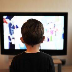 A képernyő előtt töltött idő csökkentése segíthet az egészség megőrzésében